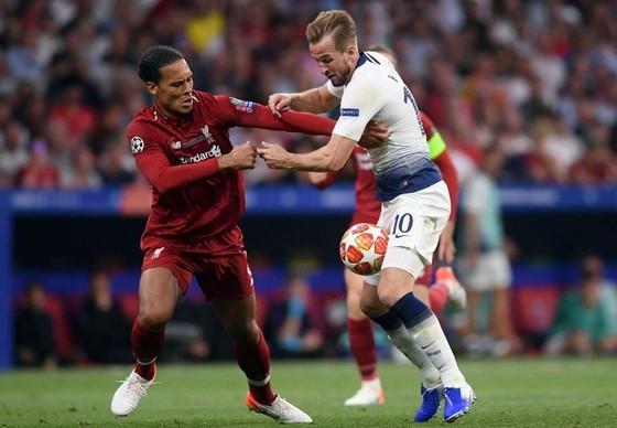 Harry Kane tự tin sẽ vượt qua Virgil van Dijk để giúp Tottenham thắng tại Liverpool. Ảnh: Getty Images