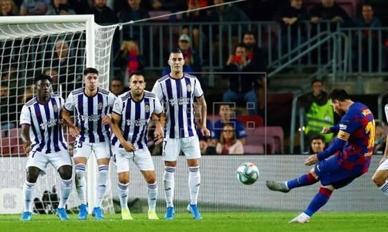 Messi khôi phục phong độ tuyệt đỉnh, Barca lại dày vò đối thủ ảnh 1