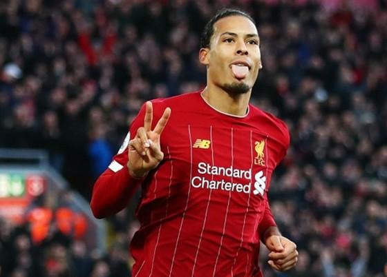 Virgil van Dijk vừa ghi cú đúp giúp Liverpool thắng Brighton 2-1 hôm thứ bảy. Ảnh: Getty Images