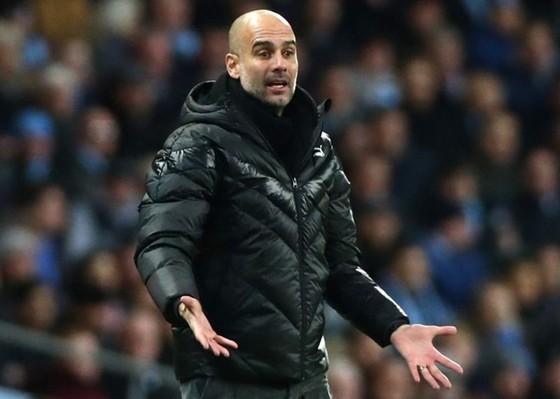 HLV Pep Guardiola đang đối mặt những vấn đề không thể kiểm soát. Ảnh: Getty Images