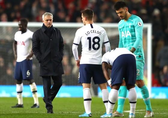 Không thể giúp Tottenham phục hận, Mourinho vẫn lớn tiếng hù dọa đối thủ ảnh 1