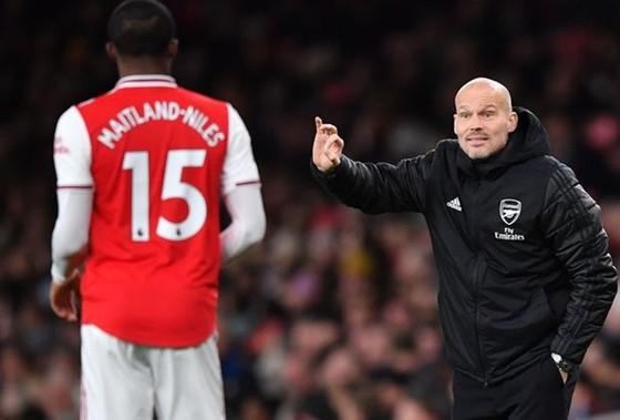 Freddie Ljungberg thừa nhận tình hình ở Arsenal đã trở nên nguy cấp. Ảnh: Getty Images