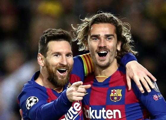 Nỗ lực giữ chân Lionel Messi cùng chiêu mộ nhiều ngôi sao như Antoine Griezmann khiến quỹ lương Barca phình to. Ảnh: Getty Images