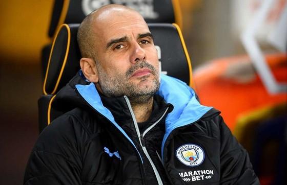 HLV Pep Guardiola thất vọng trên băng ghế chỉ đạo. Ảnh: Getty Images