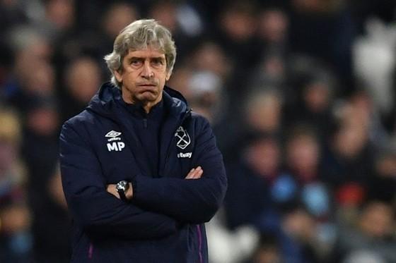 HLV Manuel Pellegrini phải trả giá vì sự bết bát của West Ham. Ảnh: Getty Images