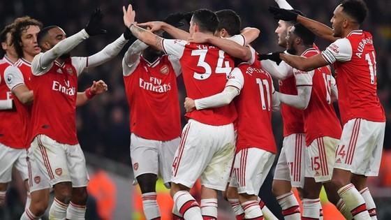 Đám đông cầu thủ Arsenal ăn mừng là hình ảnh cho thấy sự gắn kết đã trở lại. Ảnh: Getty Images