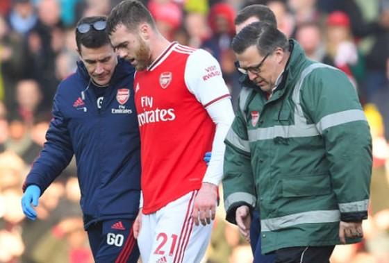 Calum Chambers chấn thương nghiêm trọng hơn mức dự kiến. Ảnh: Getty Images