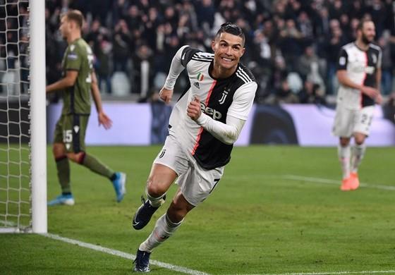 Cristiano Ronaldo đã có hat-trick đầu tiên ở Serie A. Ảnh: Getty Images