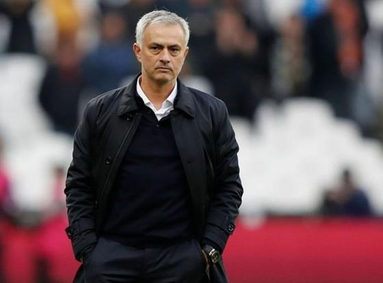"""HLV Jose Mourinho đã sớm """"vỡ mộng"""" khi đội lâm vào khủng hoảng nhân sự. Ảnh: Getty Images"""