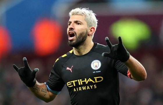 Sergio Aguero chính thức bước vào hàng ngũ huyền thoại của Premier League. Ảnh: Getty Images