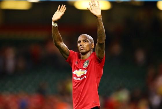 Ashley Young chia tay Man.United đến hội ngộ Romelu Lukaku và Alexis Sanchez tại Inter Milan. Ảnh: Getty Images