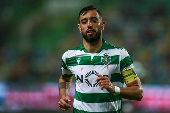 Young đã rời Man.United, nhưng Fernandes có thể không đến ảnh 1