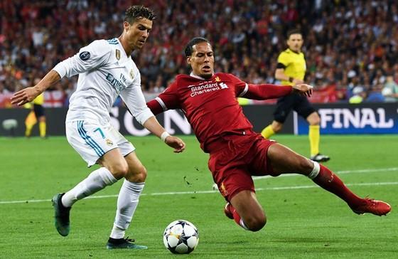 Sau khi có Cristiano Ronaldo, Juventus quyết lấy thêm Virgil van Dijk? Ảnh: Getty Images