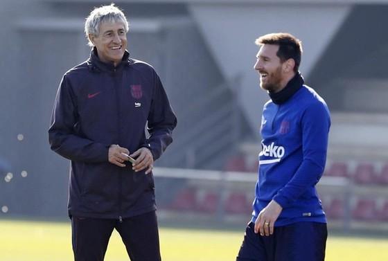 """Khi Messi """"bật"""" lại sếp lớn ở Barca ảnh 1"""