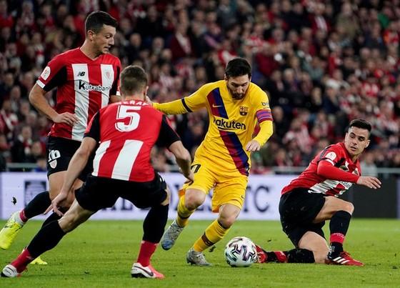Lionel Messi bất lực và cùng Barca dừng bước. Ảnh: Getty Images