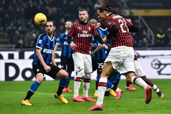 Ngược dòng khó tin ở derby Milan, Inter có luôn ngôi đầu ảnh 1