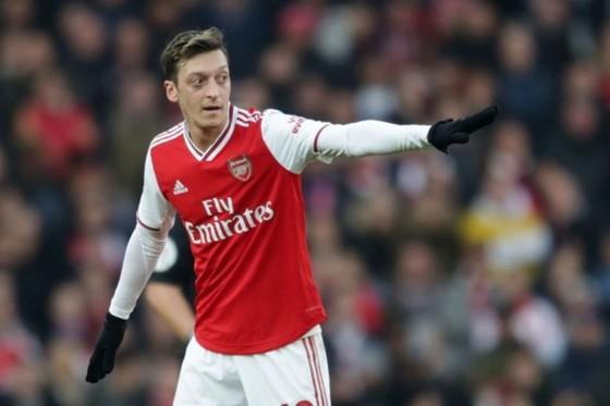 Mesut Oezil đã đánh mất hình ảnh của một trong những tiền vệ tài hoa bật nhất thế giới. Ảnh: Getty Images