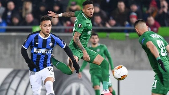 Trận lượt về vòng 1/16 Europa League giữa Inter và Ludogorets (phải) sẽ không có khán giả. Ảnh: Getty Images
