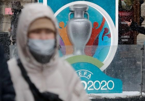 UEFA duy trì quan điểm cần chờ đợi thêm về diễn biến của dịch bệnh Covid-19.