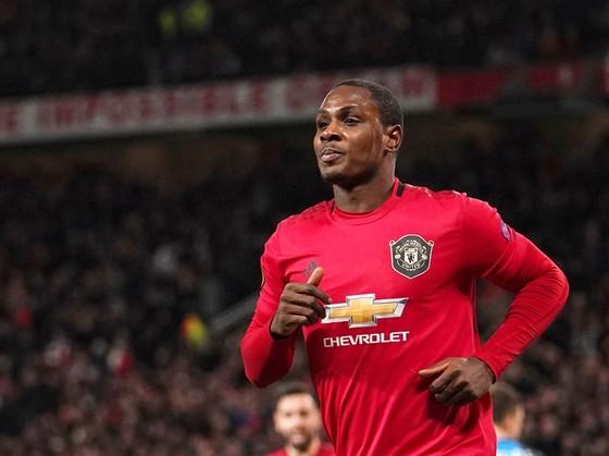 Odion Ighalo sẵn sàng giảm nửa lương để ở lại Man.United. Ảnh: Getty Images