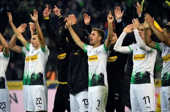 M'Gladbach là CLB đầu tiên có cầu thủ san sẻ một phần lương. Ảnh: Getty Images