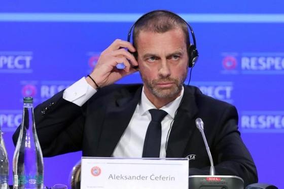 Chủ tịch UEFA, Aleksander Ceferin và cộng sự thật sự đau đầu để tìm giải pháp. Ảnh: Getty Images