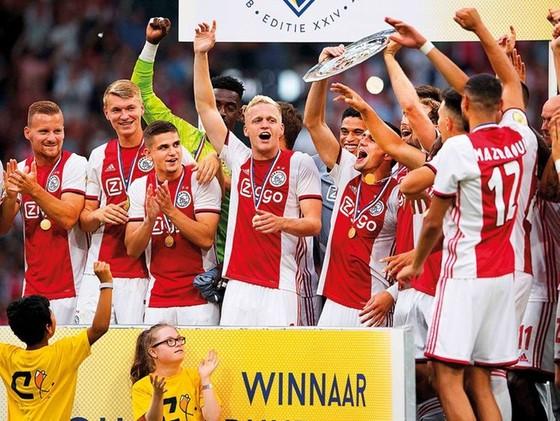 Ajax Amsterdam mất chức vô địch, nhưng có suất đại diện cao nhất chơi ở vòng play-off Champions League mùa tới. Ảnh: Getty Images