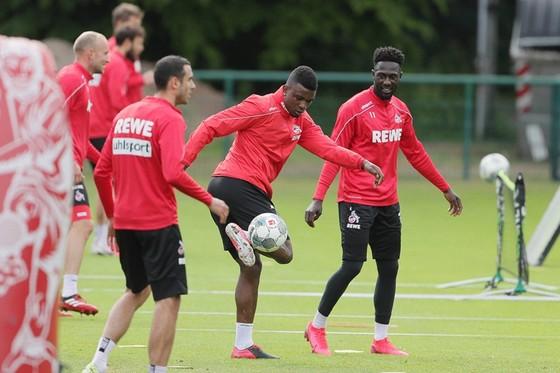 Cầu thủ FC Cologne trở lại tập luyện giữa Covid-19.