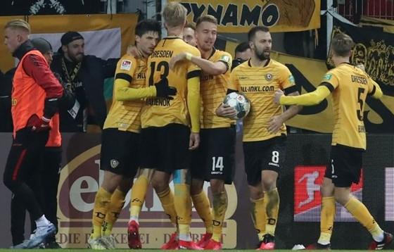 Đội hình Dynamo Dresden đã được yêu cầu cách ly 14 ngày.