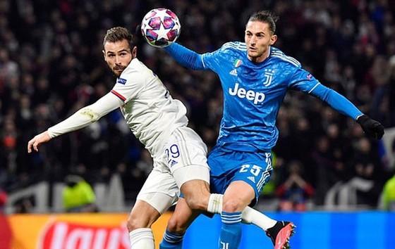 Lyon (trái) đã giành chiến thắng 1-0 ở trận lượt đi tại Pháp ngày 26-2. Ảnh: Getty Images