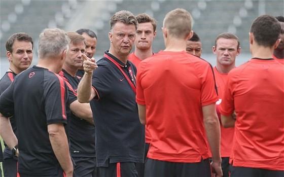 Chỉ trích lãnh đạo Man.United, Van Gaal bị phản đòn mạnh mẽ ảnh 1