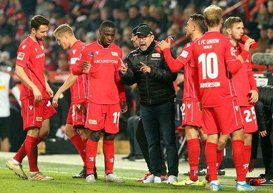 Các ca dương tính không thể ngăn Bundesliga trở lại ảnh 1
