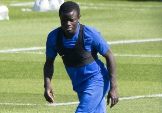 FIFPro tuyên bố bảo vệ cầu thủ nếu bị phạt vì từ chối tập luyện ảnh 1