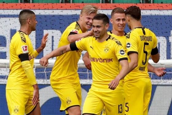 Thắng đậm và giữ chắc ngôi đầu, Bayern vẫn không hài lòng ảnh 1