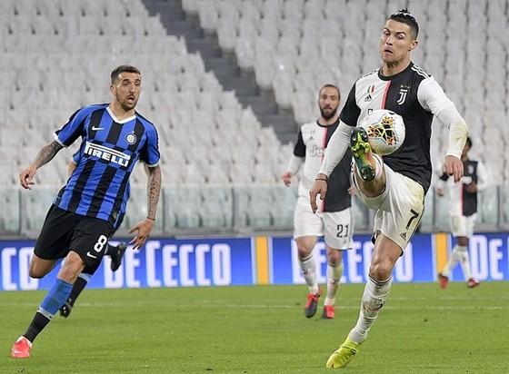 Dù không có khán giả, Serie A ấn định được ngày nối lại đã là tin vui. Ảnh: Getty Images