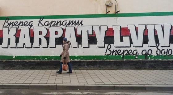 """Karpaty Lviv trở thành """"ổ dịch"""" của bóng đá Ukraine."""