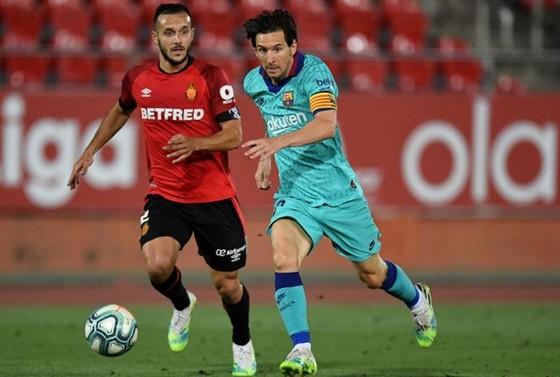 Lionel Messi truyền cảm hứng giúp Barcelona thắng vang dội 4-0. Ảnh: Getty Images