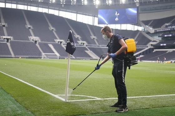 Tottenham đối mặt nguy cơ lây nhiễm Covid-19 từ đối thủ ảnh 1