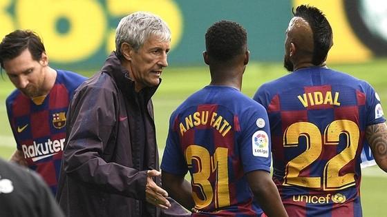 HLV Quique Setien không được lòng cầu thủ Barcelona? Ảnh: Getty Images