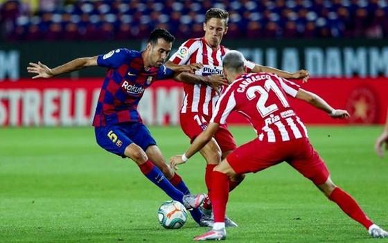 Messi có bàn thứ 700, nhưng La Liga đang rời xa Barca ảnh 1