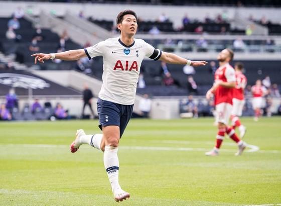 Son Heung-min trừng phạt sai lầm của đối thủ. Ảnh: Getty Images