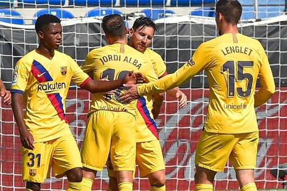 Lionel Messi không vui trong ngày độc chiếm kỷ lục Vua phá lưới La Liga. Ảnh: Getty Images