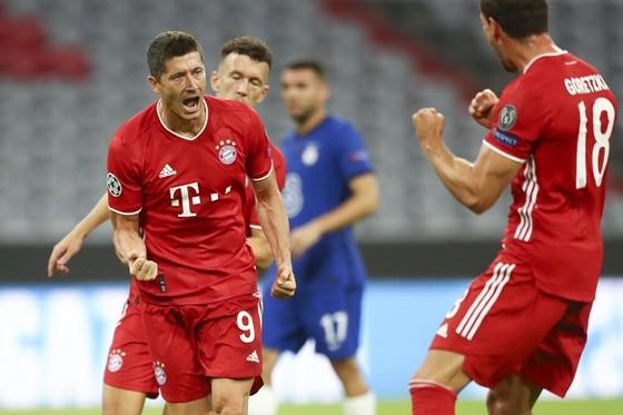 Robert Lewandowski trong mùa giải ghi bàn sung mãn nhất sự nghiệp. Ảnh: Getty Images
