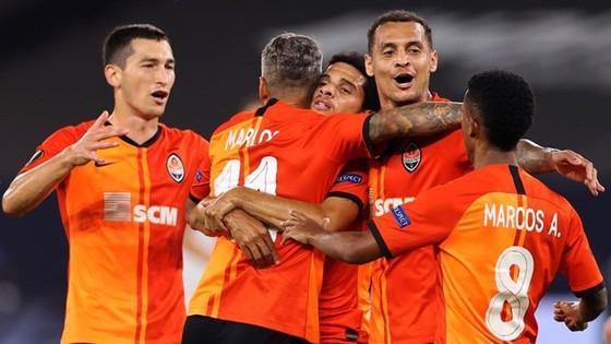 Sevilla hạ Wolves, Shakhtar đánh bại Basle để vào bán kết ảnh 1