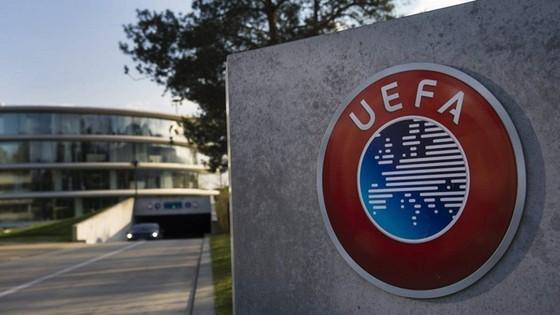 Trụ sở UEFA những tuần tới khó có thể bình yên trước dịch bệnh.