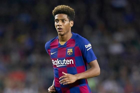 Jean-Clair Todibo là cầu thủ mới nhất dương tính tại Tây Ban Nha. Ảnh: Getty Images