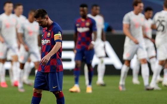 Lionel Messi và Barca thật sự rệu rã và vỡ vụn trước Bayern. Ảnh: Getty Images
