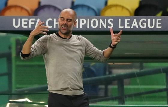 HLV Pep Guardiola một lần nữa chứng kiến đội bóng phải trả giá vì sai lầm. Ảnh: Getty Images