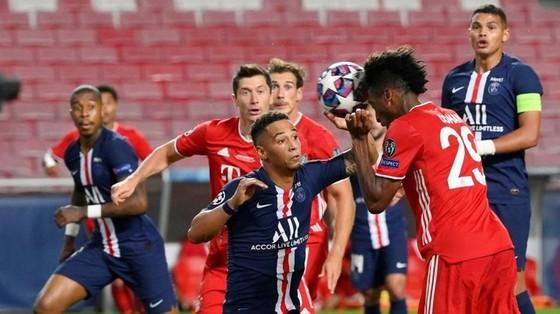 Kingsley Coman và tình huống đánh đầu ghi bàn quyết định của trận chung kết. Ảnh: Getty Images