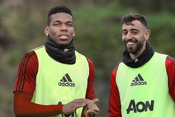 Có thêm những đối tác tin cậy như Bruno Fernandes là một phần lý do khiến Paul Pogba hạnh phúc trở lại. Ảnh: Getty Images